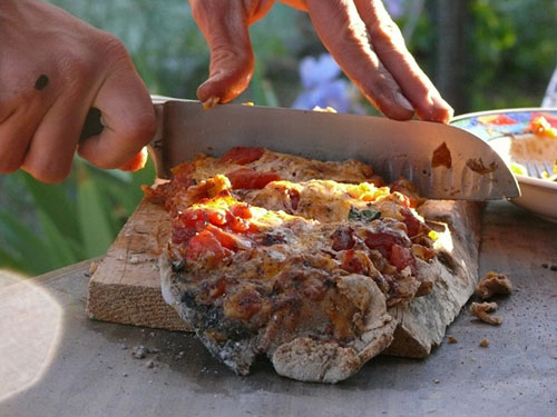 DIY-Cob-Oven-Project-Outdoor-Pizza-Oven-Build-Your-Own-For-20-homesthetics-3 - DIY-Cob-Oven-Project-Outdoor-Pizza-Oven-Build-Your-Own-For-20